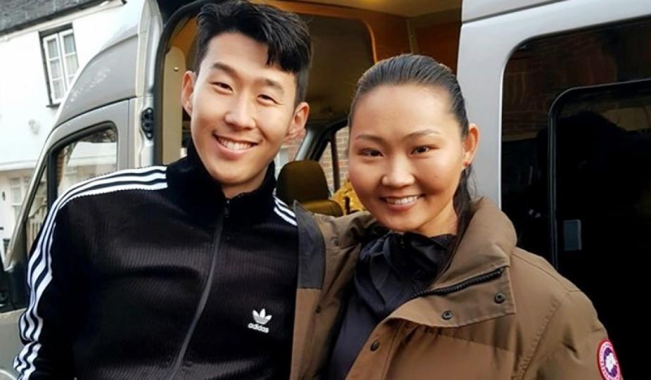 Мисс А.Баярцэцэг БНСУ-ын хөлбөмбөгч Сон Хюн Минтай хамтрав