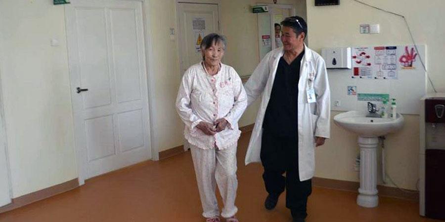Монгол эмч нар судсан доторх хаалттай хагалгааг дөрөвдэх удаагаа амжилттай хийлээ