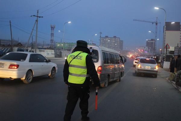 Зам тээврийн ослоор гэмтсэн хүний тоо 42, амь насаа алдсан хүнийх 66 хувиар буурчээ
