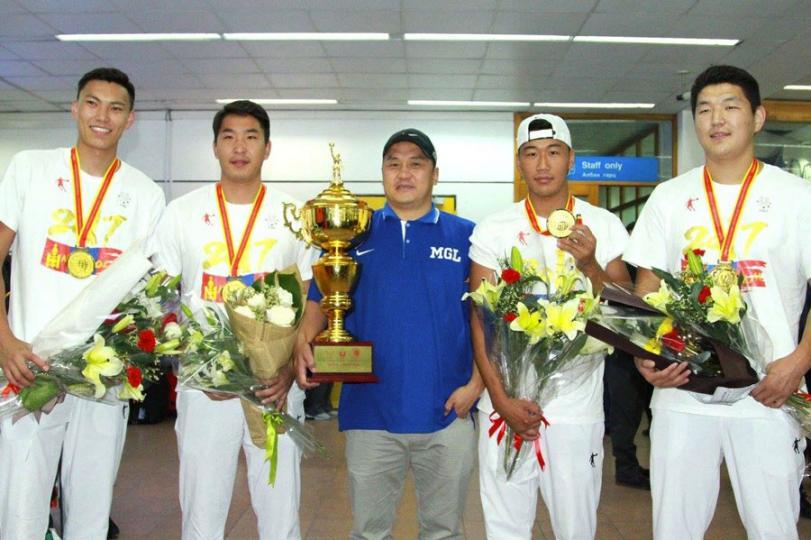 Монголын багийн спортын түүхэн дэх анхны дэлхийн аваргууд эх орондоо ирлээ