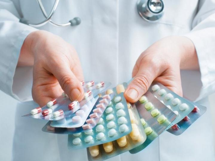 Өрхийн эмч цахим жороо буруу бичсэнээс болж эмийн код зөрөх зөрчил илэрчээ