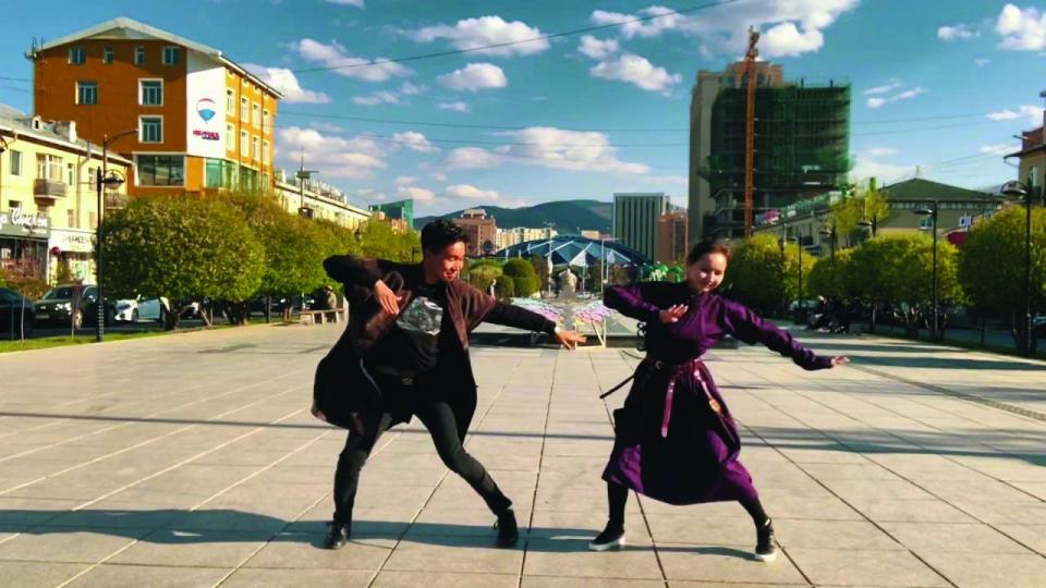 Ш.Номин-Эрдэнэ:  Монгол бүжиг сурах хүсэлтэй хүүхдүүд их ирж байна