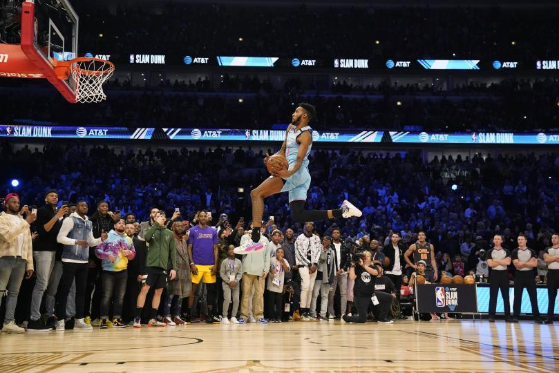 Slam dunk ын төрөлд Деррик Жонс ЖР аварга боллоо