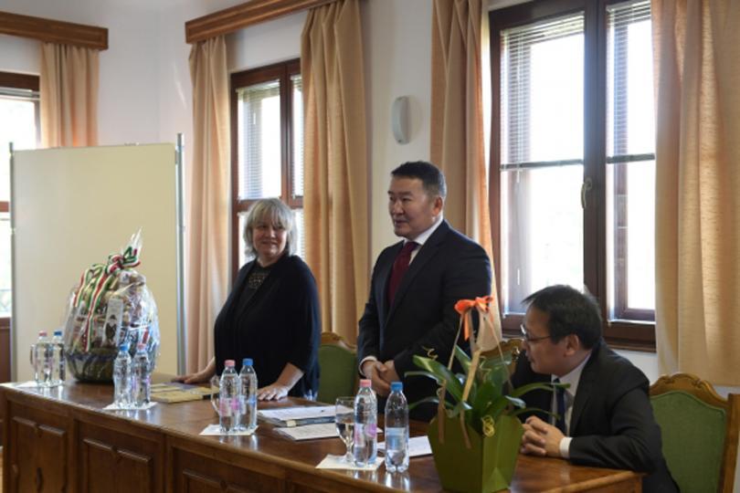 Ерөнхийлөгч Будапешт хотноо монголч эрдэмтэд, судлаачид, оюутнуудтай уулзлаа