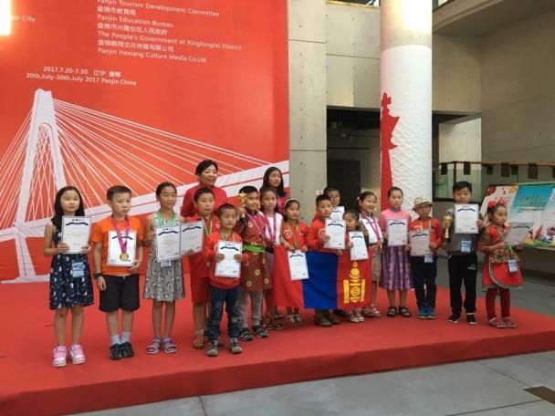 Шатрын сурагчдын ААШТ-аас  долоон медаль хүртлээ