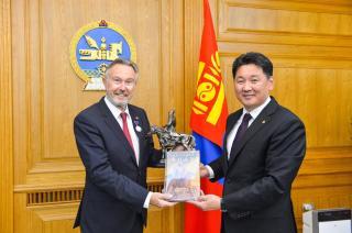 """У.Хүрэлсүх ХБНГУ-ын """"Чингис Хаан"""" хамтлагийн гишүүн Вольфганг Хайкелийг өнөөдөр хүлээн авч уулзлаа"""