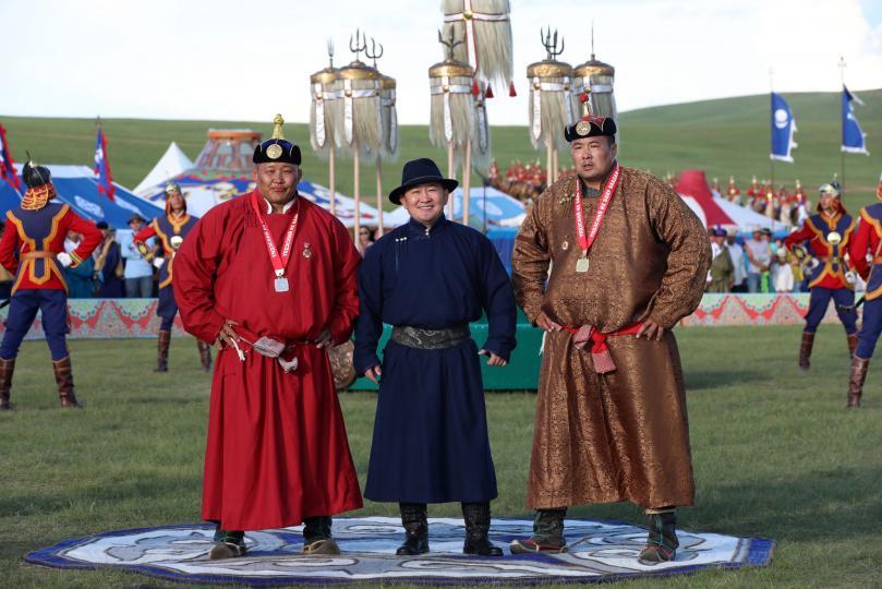 """Монгол Улсын Ерөнхийлөгчийн зарлигаар П.Бүрэнтөгсөд """"Улсын аварга"""" цол олголоо"""