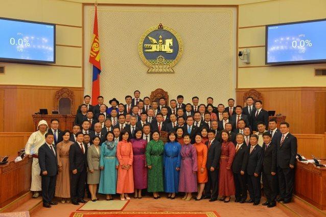 Засгийн газрыг огцруулах бичигт 31 гишүүн гарын үсэг зурлаа