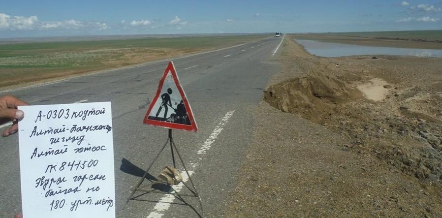 Говь-Алтай аймгаас Баянхонгор чиглэлийн замыг янзалж байна