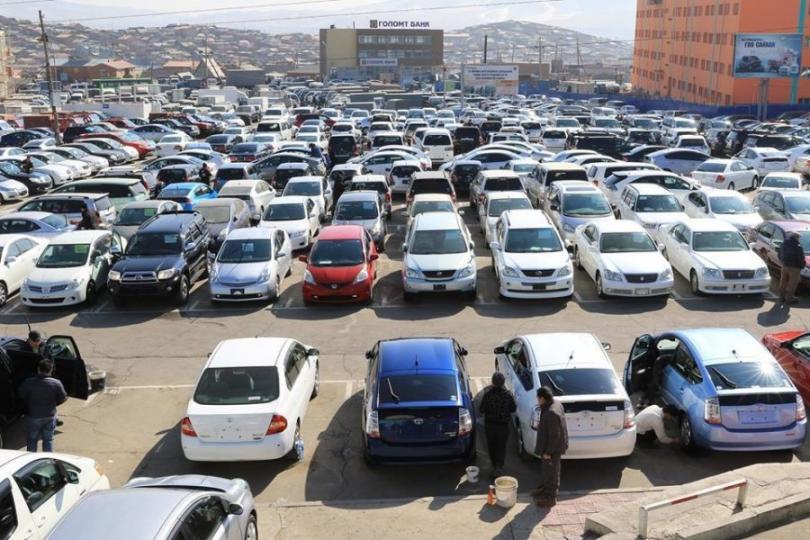 Зөвшөөрөлгүй автомашины худалдаа эрхэлсэн иргэн, аж ахуйн нэгжийн газар эзэмших эрхийг хүчингүй болгожээ