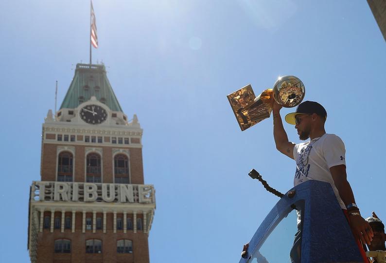 ФОТО МЭДЭЭ: NBA-ын Аваргуудын парад