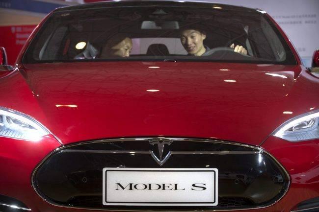 Тесла 123,000 машинаа эргүүлэн татжээ