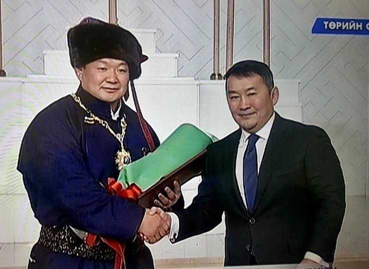 """Н.Түвшинбаярыг төрийн дээд шагнал-тэргүүн зэргийн одон """"Чингис хаан"""" одонгоор шагналаа"""