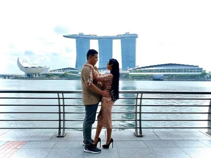 Дуучин Ану Сингапурт бал сараа тэмдэглэж явна