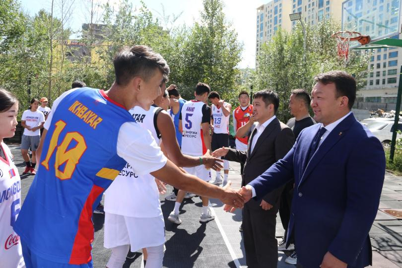Н.Түвшинбаяр, Э.Бадар-Ууган нар сагсан бөмбөгчдийн бэлтгэлтэй танилцлаа