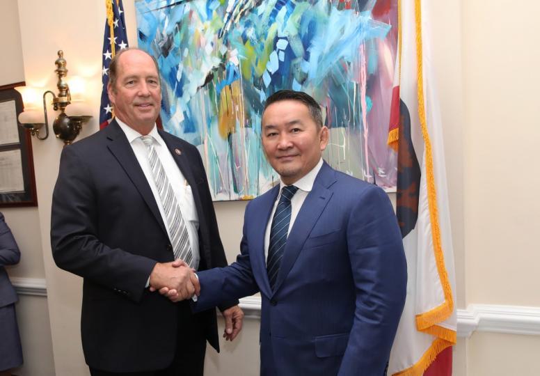 АНУ-ын Сенатын гишүүн Тэд Иохо Монгол Улсын Ерөнхийлөгч Х.Баттулгад бараалхлаа