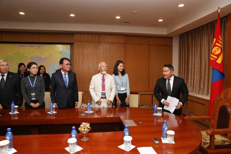 """Монгол Улсын Ерөнхийлөгч Х.Баттулга """"Соёлын элч"""" нартай уулзаж, ярилцлаа"""