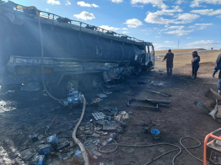 Дизель түлш тээвэрлэж явсан авто машин осолджээ