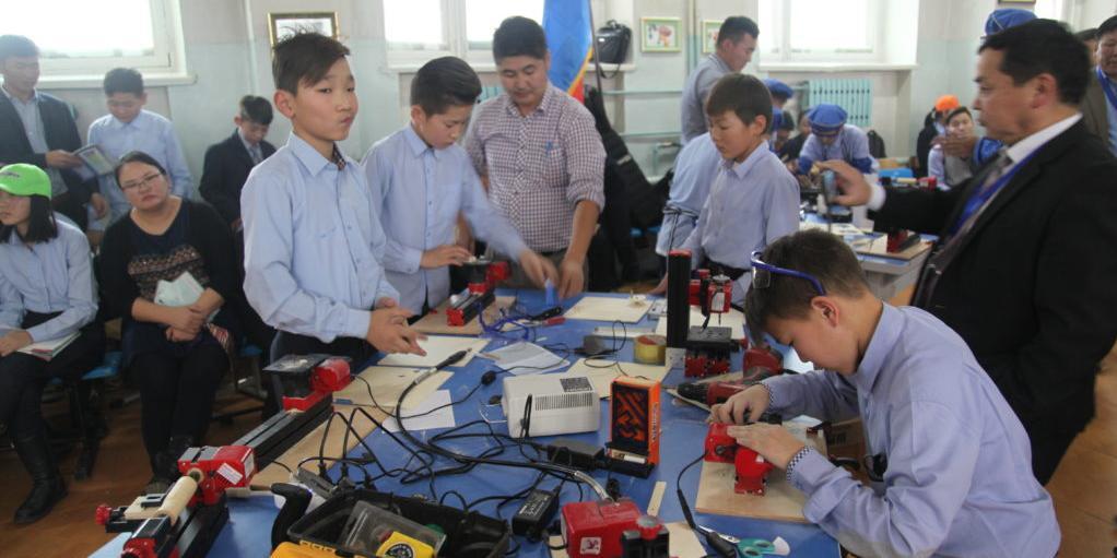 Дөрвөн сургуульд  UNIMAT төхөөрөмж нийлүүлнэ