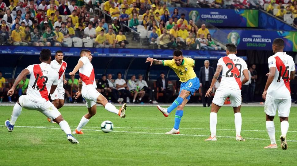 Месси талбайгаас хөөгдөж, Бразил аварга боллоо
