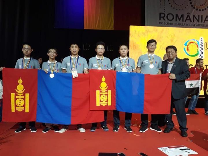 Олонлог сургуулийн сурагч олон улсын математикийн олимпиадаас мөнгөн медаль авлаа