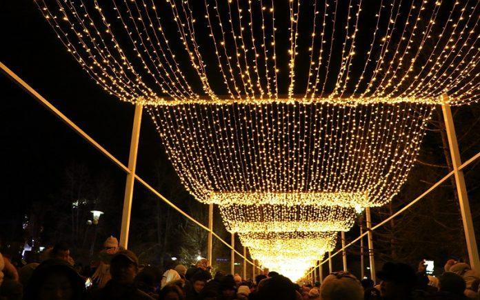 Эрдэнэтчүүд гэрэлт гудамжаа нээлээ