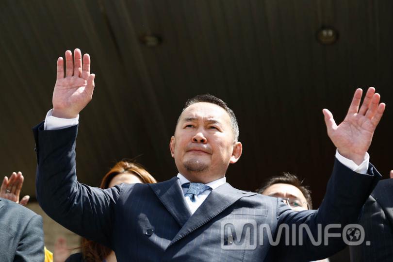 Монгол Улсын Ерөнхийлөгч Х.Баттулга 11:40 цагт тангараг өргөнө