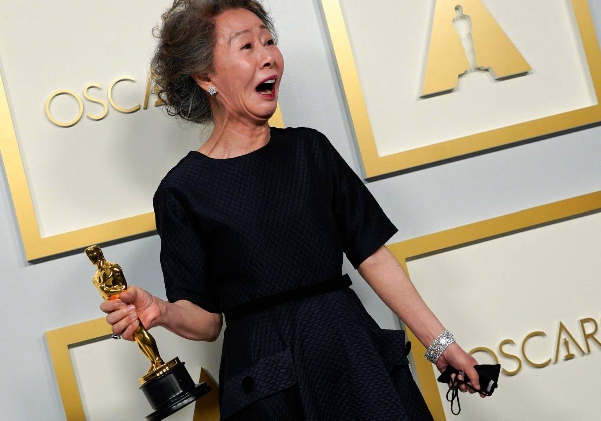Оскарын наадмаас шилдэг эмэгтэй туслах дүрийн шагналт Юн Ё Жон: Би зүгээр л илүү азтай байлаа гэж бодож байна