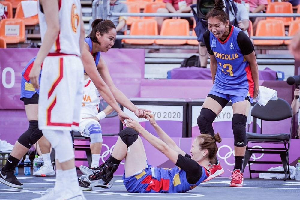 ФОТО: Олимпод багийн спортоор анх удаа өрсөлдсөн Монгол охид