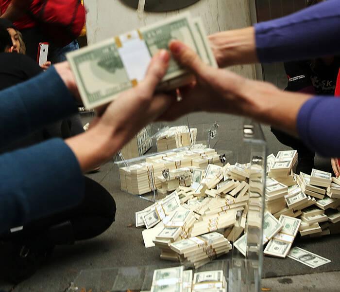 Сэтгүүлчид олон тэрбум долларын оффшор схемийг илрүүлжээ