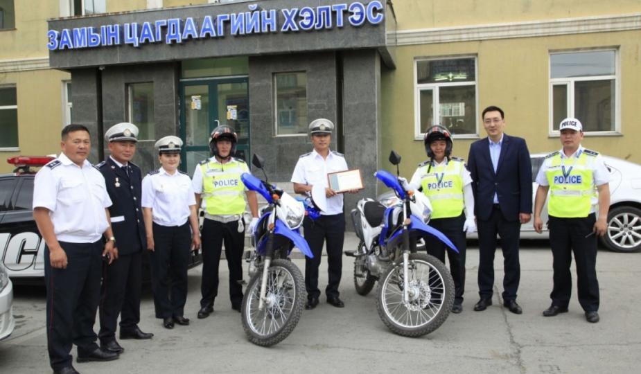 БЗД замын цагдаагийн хэлтэстээ хоёр мотоцикл өгөв