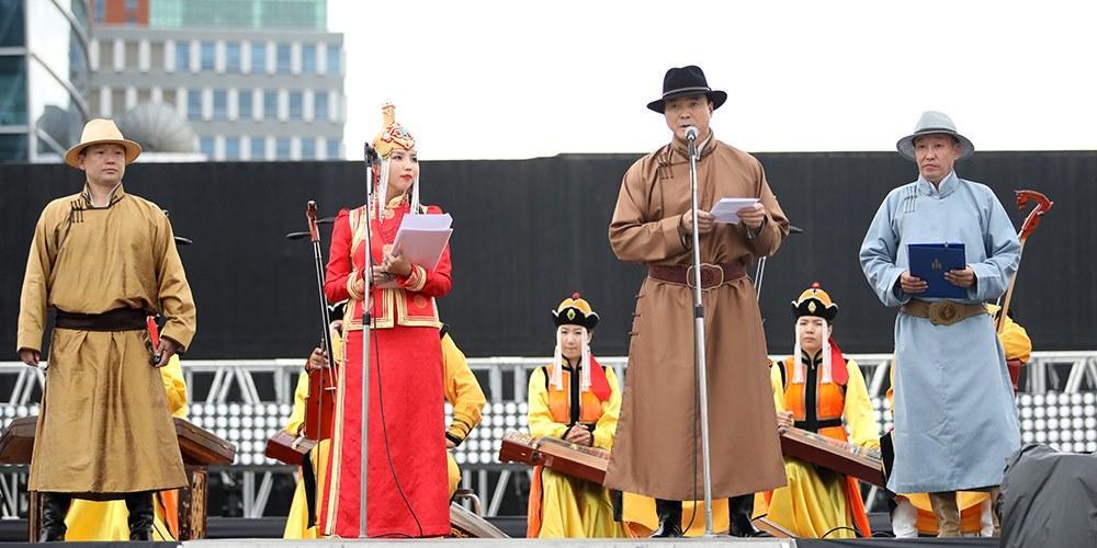 """""""Дээлтэй Монгол"""" наадам 13 дахь жилдээ боллоо"""