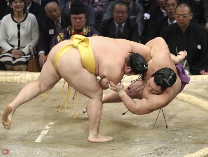 Тамаваши Б.Мөнх-Оргил озеки Такакэйшог давлаа