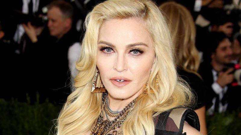 Мадонна намтарчилсан кино найруулна