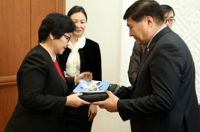 Монгол Улс Ази тивд анх удаа хүүхдийн эрхийн улсын байцаагчтай боллоо