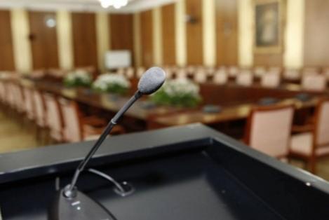Төрийн байгуулалтын байнгын хороо хуралдаж байна