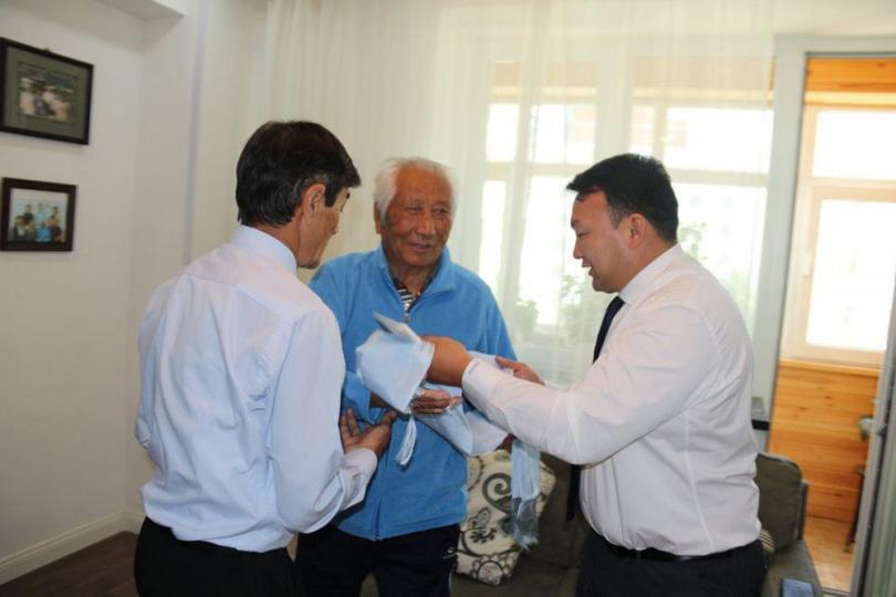 МҮОХ-ны ерөнхийлөгч Н.Түвшинбаяр Ш.Магван гуайд хүндэтгэл үзүүлжээ