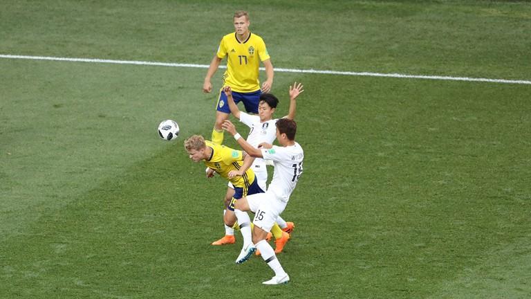 Шведүүд БНСУ-ыг буулган авч гурван оноо авлаа