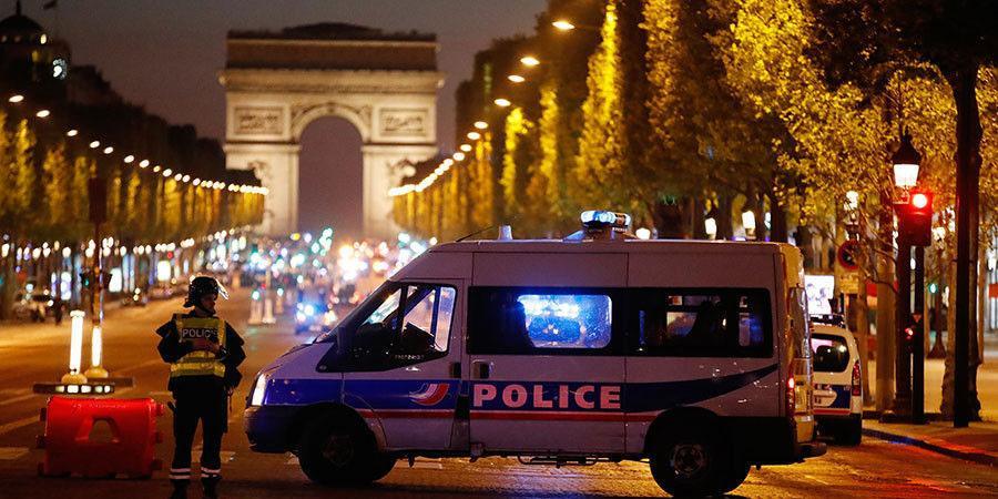 Парисын төвд Калашников автоматаар гал нээж цагдаа алагджээ