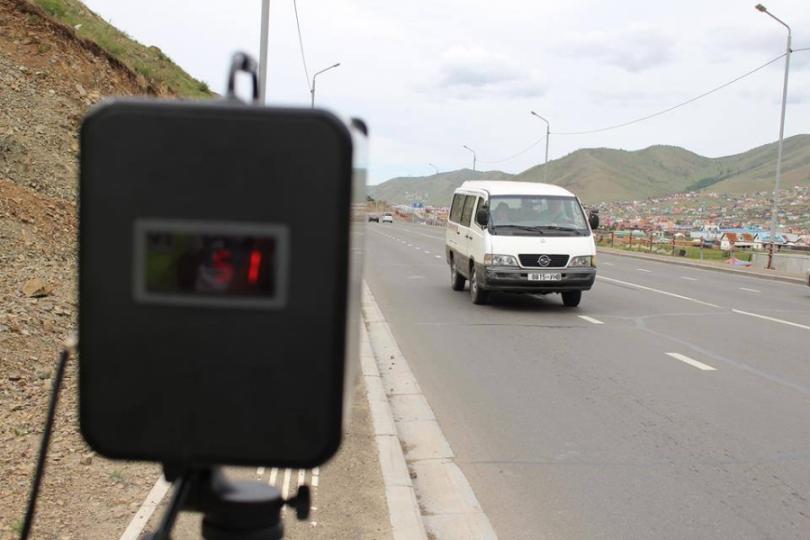 Замын цагдаа нар зуслангийн замд зөөврийн хурд хэмжигч ашиглаж байна