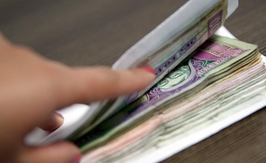 Албан тушаалтнууд ажлаас гадуур цалин авч, НДШ давхар төлүүлж байна