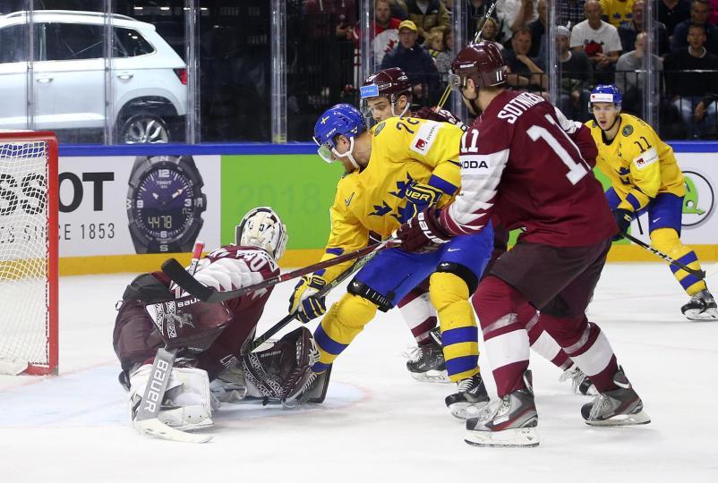 Шведын хоккейчид хүчирхэг Латвийн багийг буулгаж авлаа