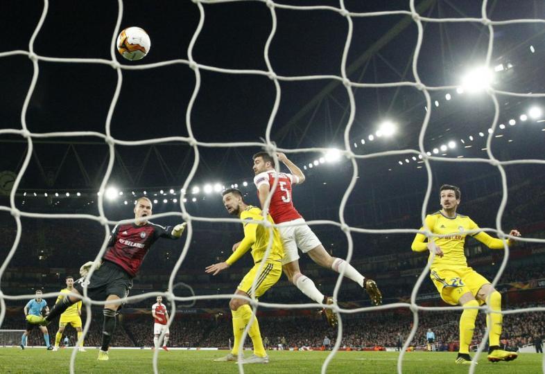 Арсенал 16-д үлдлээ