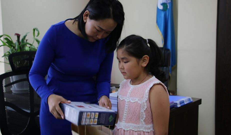 Баянзүрх дүүргийн хүүхдүүд БНСУ-д зургийн үзэсгэлэнгээ толилуулжээ