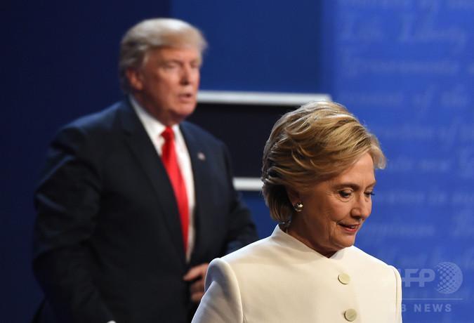 Хиллари Клинтон ном бичжээ