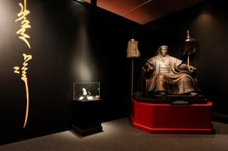 АНУ-ын Орегоны музейд Чингис хааны томоохон үзэсгэлэн нээлтээ хийжээ