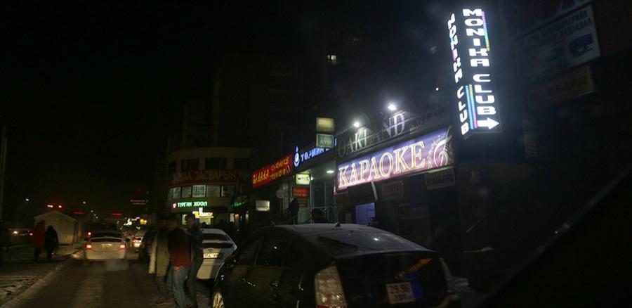 Шөнийн цэнгээний газраас гарч ирсэн эмэгтэйчүүдийг таксины жолоочид бүлэглэж дээрэмддэг байжээ