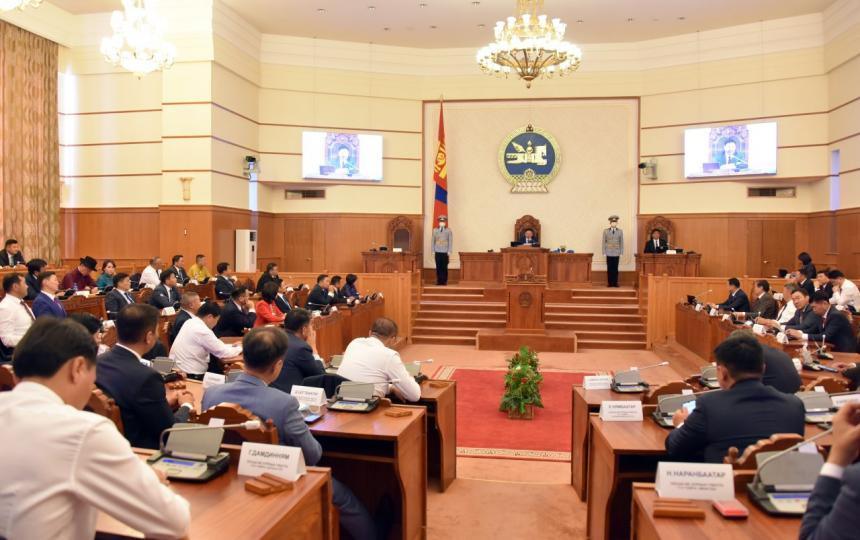 Монгол Улсын 2021 оны төсвийн тухай, Нийгмийн даатгал, Эрүүл мэндийн даатгалын сангийн 2021 оны төсвийн тухай хуулийн төслийг гурав, дөрөв дэх хэлэлцүүлэгт шилжүүлэв