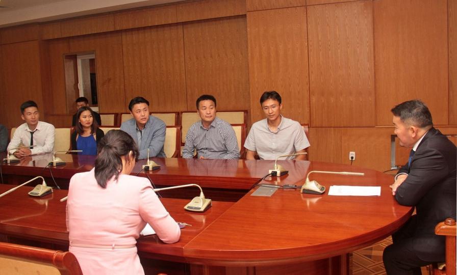 """""""Google"""", """"Амазон"""" компанид ажиллаж буй монгол залуус улсаа хөгжүүлэх санал боловсруулжээ"""