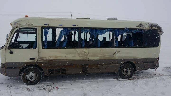Орон нутгийн замд автобус онхолдож, нэг хүн нас барлаа